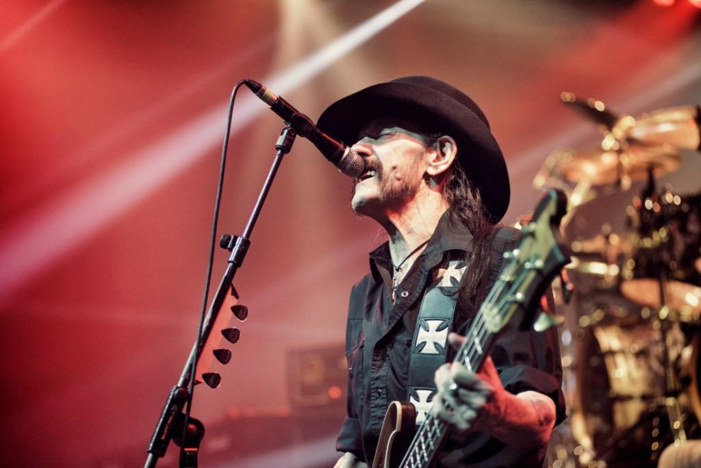 Motörheadin vokalisti Lemmy (1945–2015) eli bassokitaran varressa täysillä. Kuva: UDR Music, Pep Bonet.