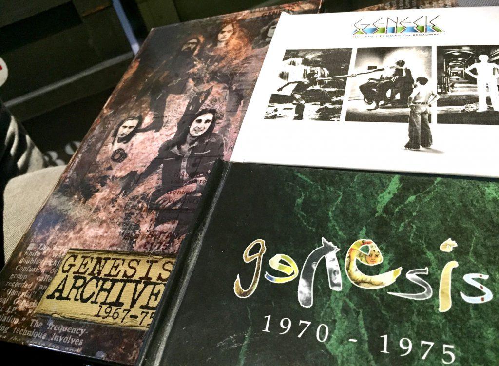 Genesis-julkaisuja voi lainata kirjastosta eri versioina. The Lamb Lies Down On Broadway on mukana 4CD-liveboksissa Archive 1967–75 sekä huippuluokan remaster-boksissa Genesis 1970–1975. Vihreäkantinen kooste sisältää monikanavataltiointien lisäksi yhtyeen jäsenten haastatteluja vuodelta 2007.